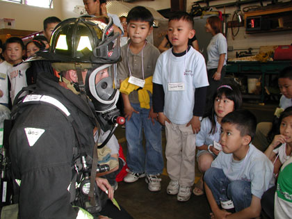 OFD firefighter shows kids his breathing apparatus