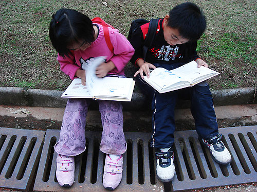 Kids reading - Photo by Clever Claire via Flickr