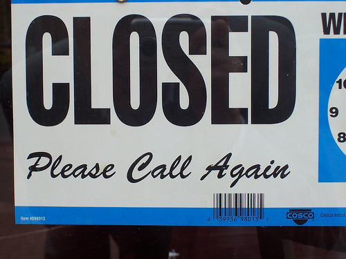 Closed sign photo by Tallent Show via Flickr