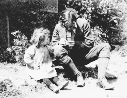 Jack London reading to his daughter Joan