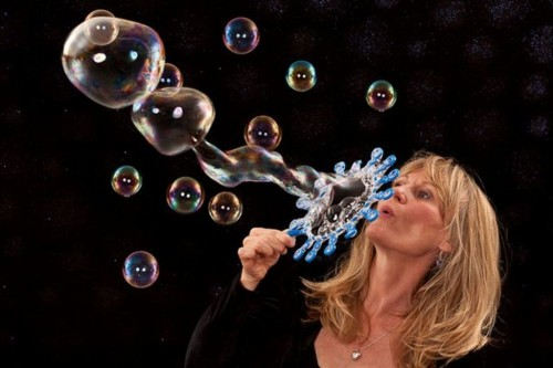 Bubble Lady Rebecca Nile in action