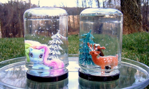 Snow globe photo by Amy Gizienski via Flickr
